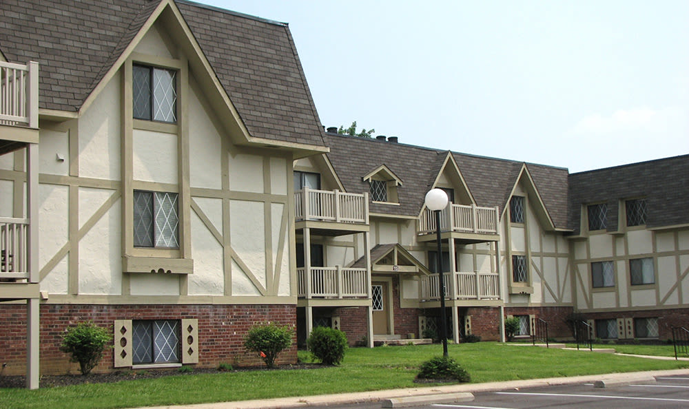Exterior of resident building at Bavarian Woods in Middletown