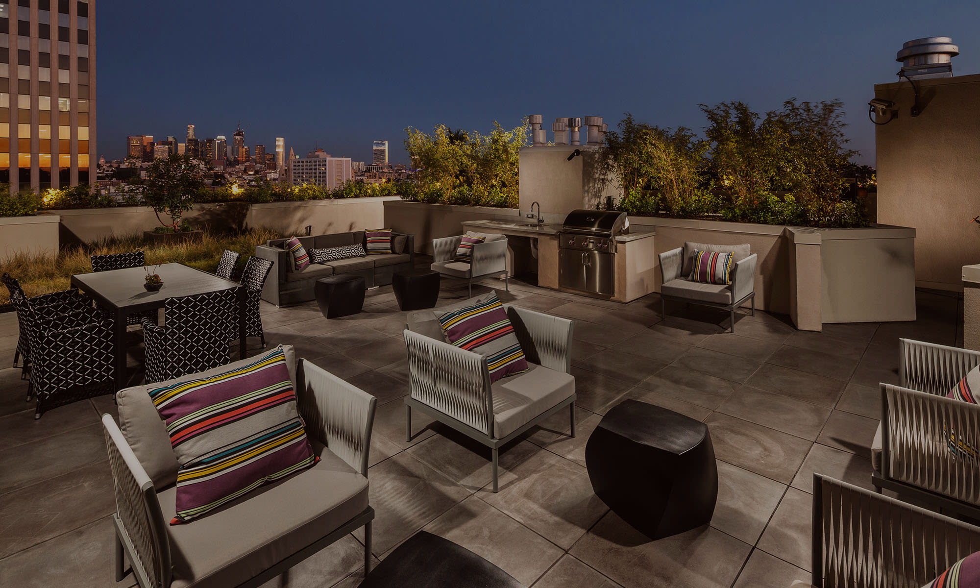 Berkshire K2LA rooftop entertaining area overlooking Los Angeles