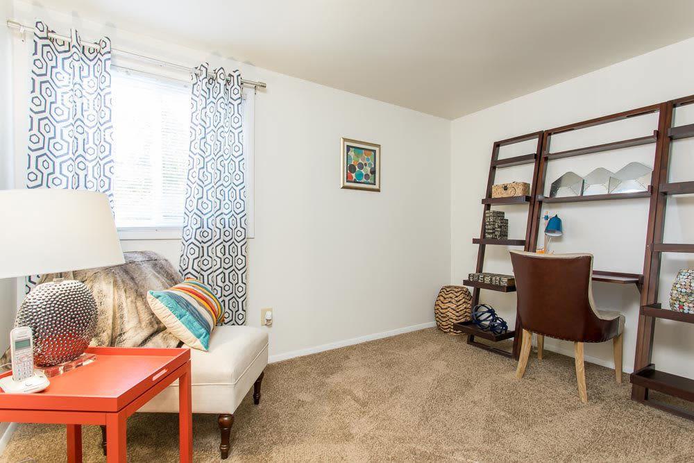 Idylwood Resort Apartments offers a luxury bedroom in Cheektowaga, NY