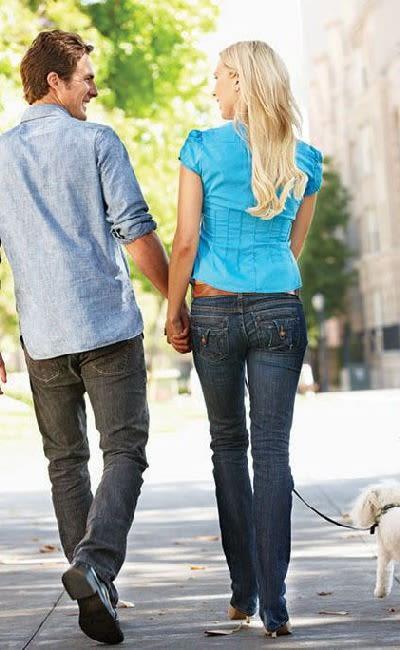 Couple walking at Idylwood Resort Apartments in Cheektowaga, NY