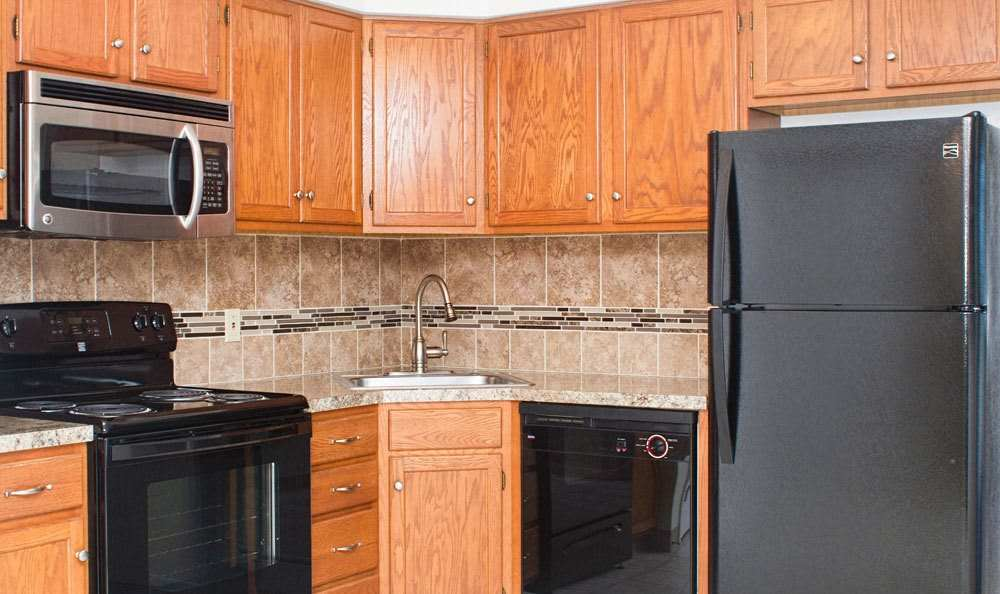 Well-equipped kitchen at Maplewood Estates Apartments in Hamburg