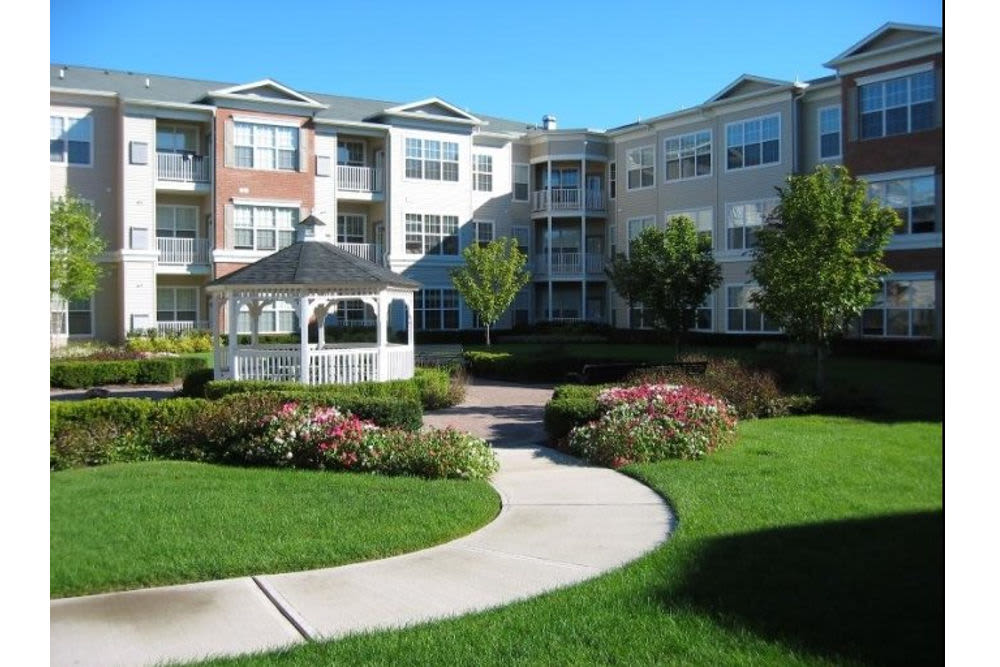 Spacious entryway at Highlands at Morris Plains in Morris Plains, New Jersey