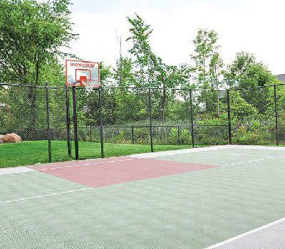Basketball court at Maplewood Estates Apartments in Hamburg, New York