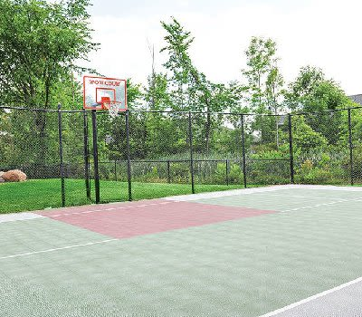 Basketball court at Maplewood Estates Apartments in Hamburg, New York
