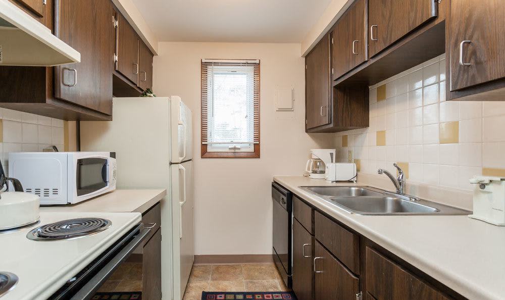 Modern kitchen at Paradise Lane Apartments in Tonawanda, NY