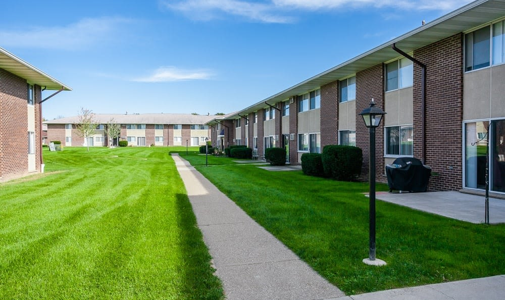 Welcome to Creek Hill Apartments & White Oak Apartments in Webster, NY