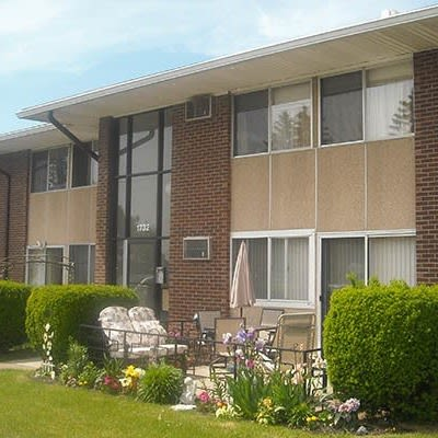 Apartments at Creek Hill Apartments & White Oak Apartments in Webster, New York