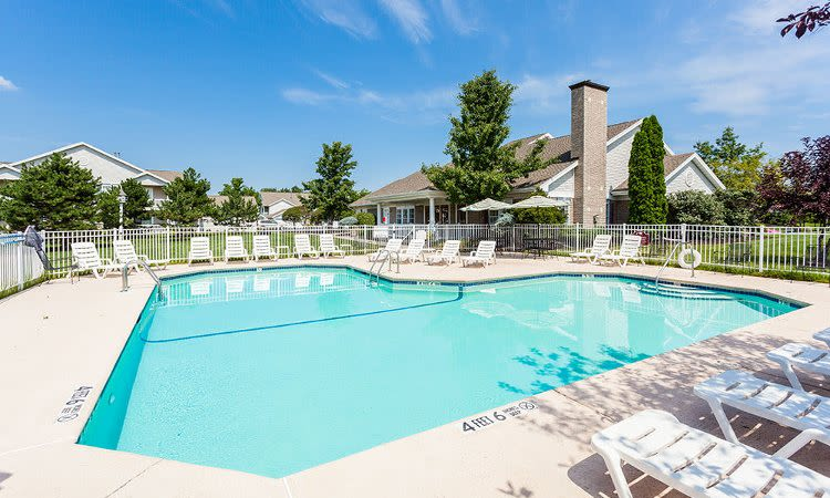 Oakmonte Apartments swimming pool in Webster, NY