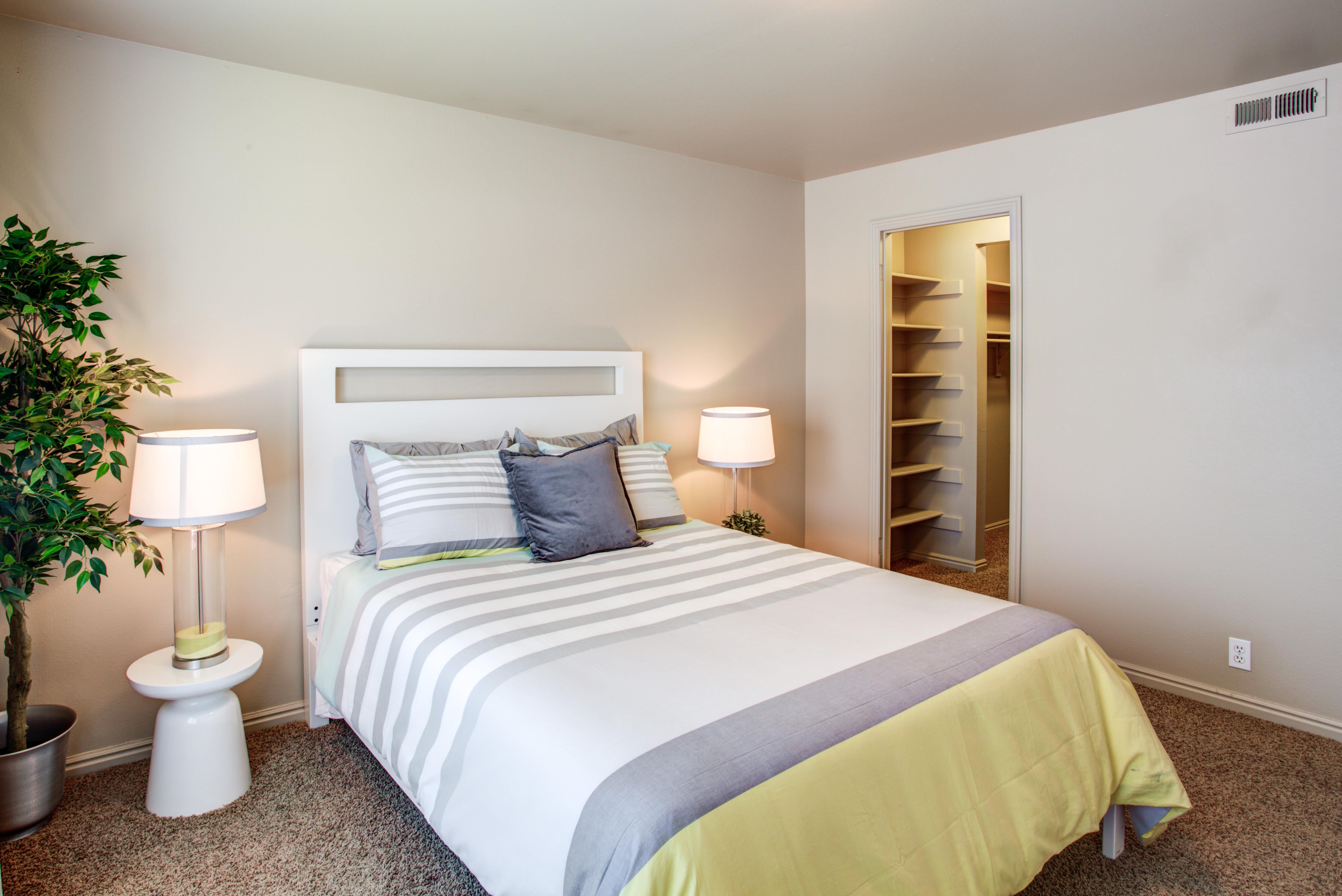 Royal Farms Apartments Bedroom