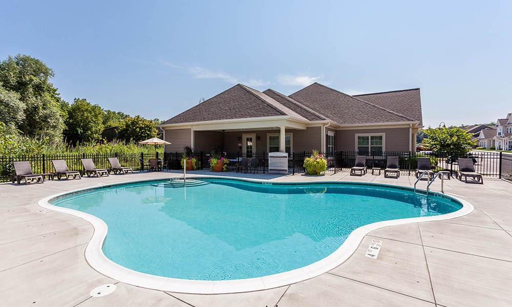 Auburn Creek Apartments sparkling swimming pool