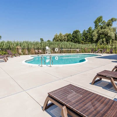 Auburn Creek Apartments pool