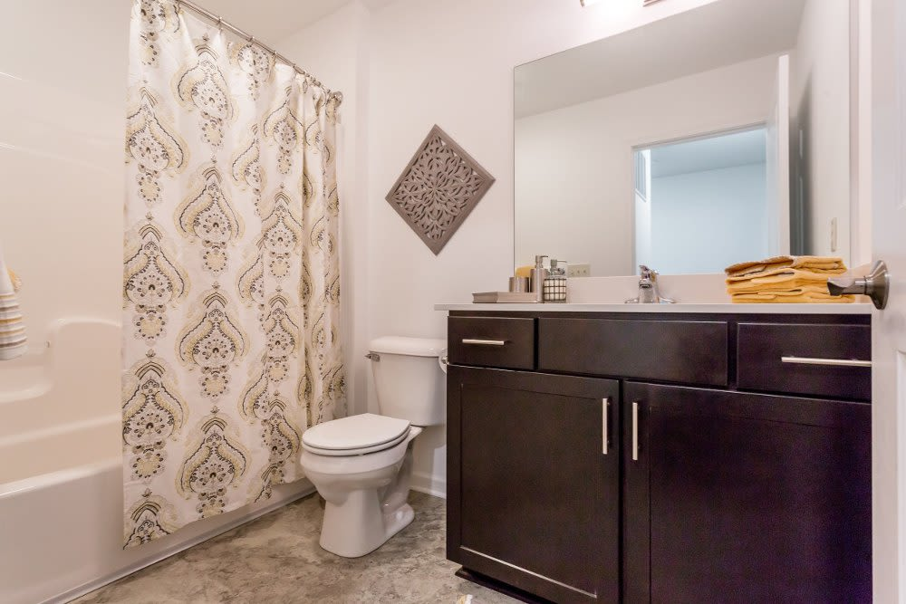 Enjoy apartments & townhomes with a bathroom at The Links at CenterPointe Townhomes