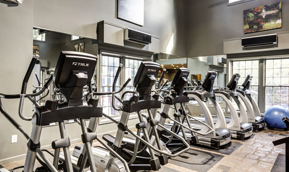 Fitness center at London House Apartments