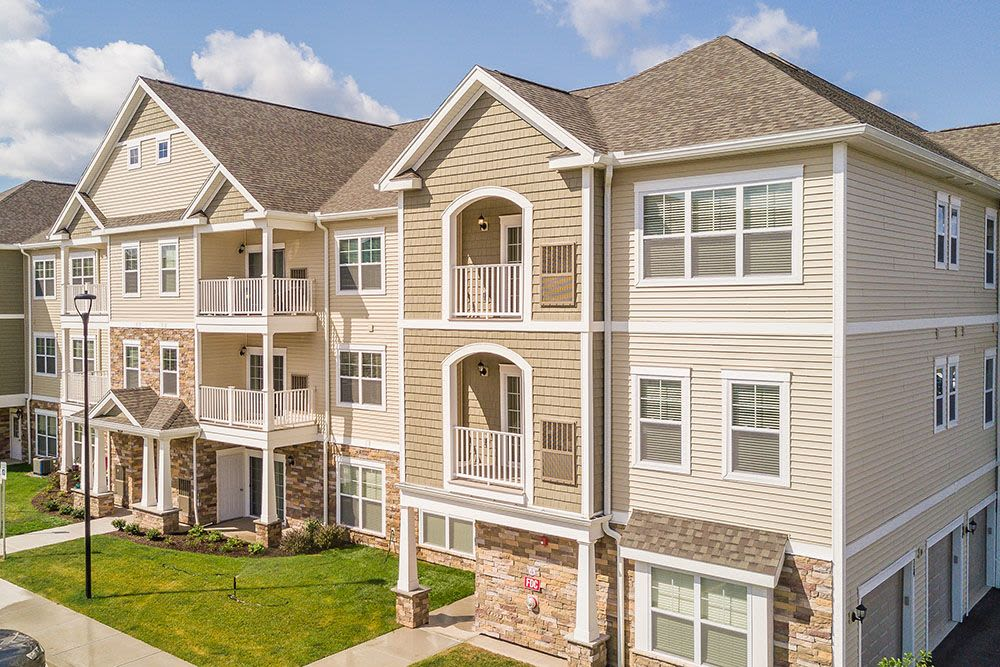 Exterior View Apartments at The Landings at Meadowood in Baldwinsville, New York