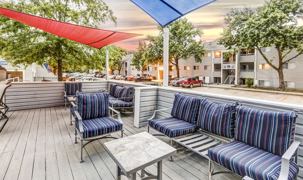 Outdoor lounge at Orchard Corners Apartments