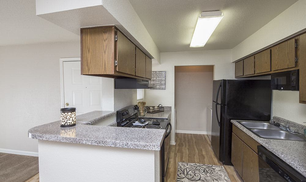 Modern kitchen at Stone Ridge Apartments home in Texas City, TX