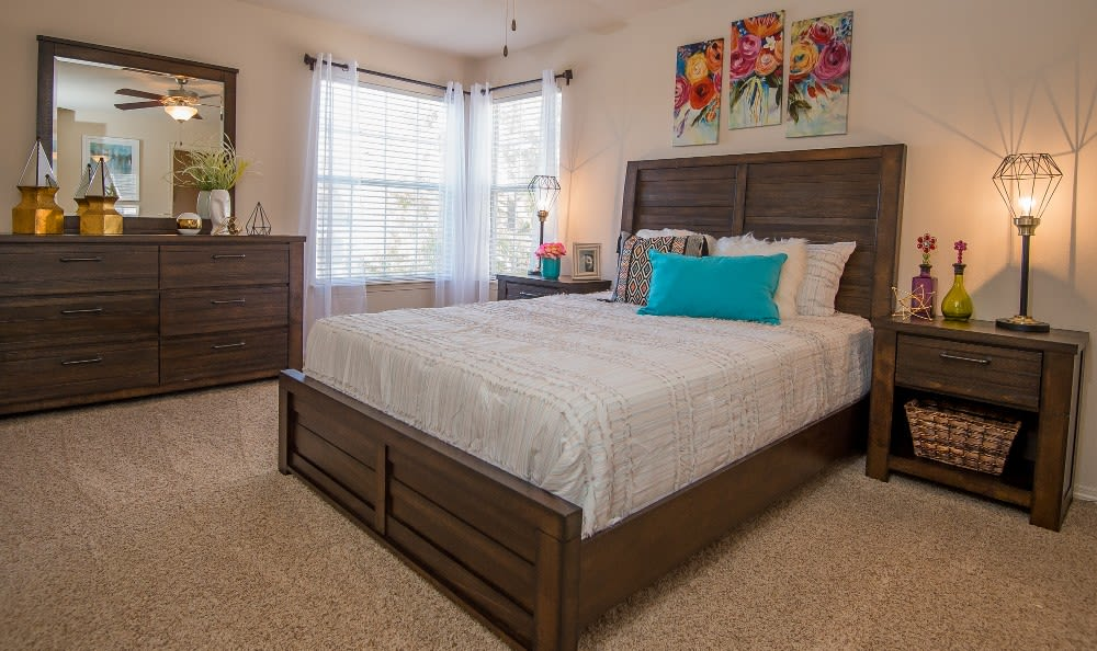 Bedroom at apartments Villas at Aspen Park in Broken Arrow, OK