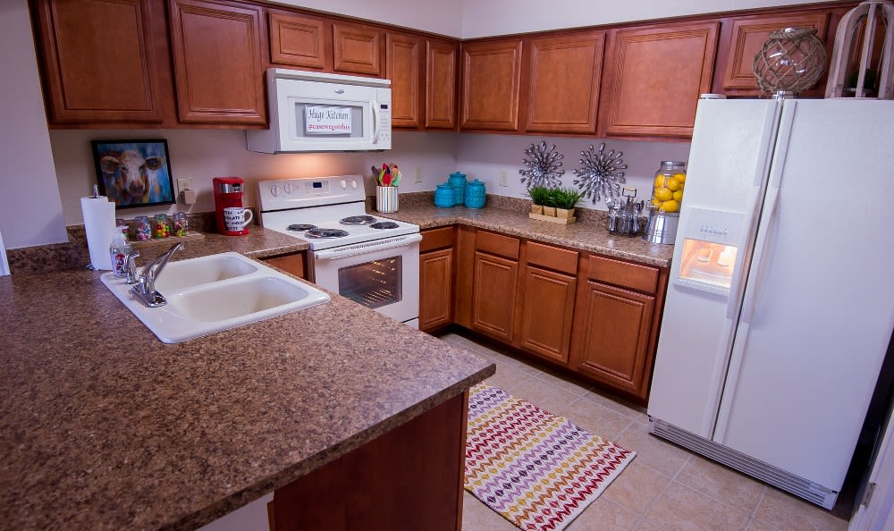 Kitchen at apartments Villas at Aspen Park in Broken Arrow, OK