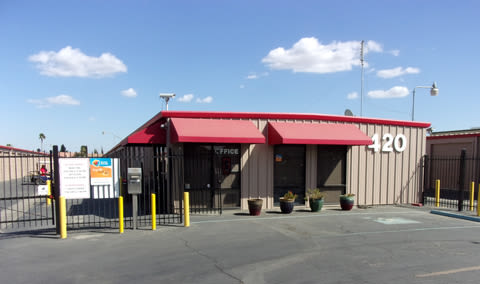Leasing Office for self storage units in Los Banos
