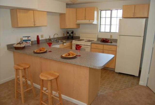 Well-equipped kitchen and breakfast bar at Wellington Hill