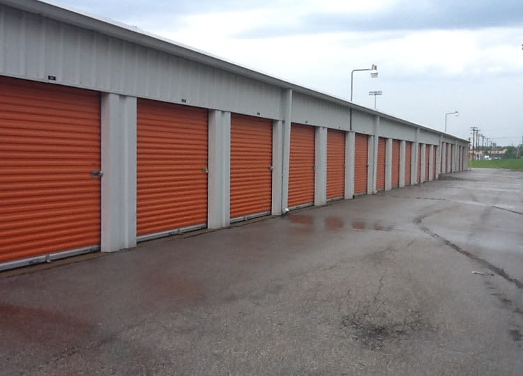 Drive-up units at A Storage Inn - St. Louis Lansdowne in Saint Louis