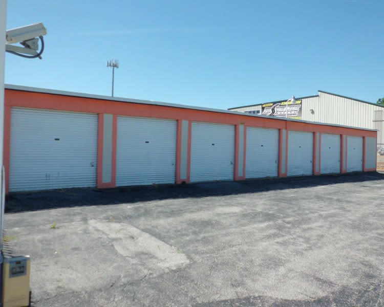 Drive-up units at A Storage Inn - Fenton in Fenton