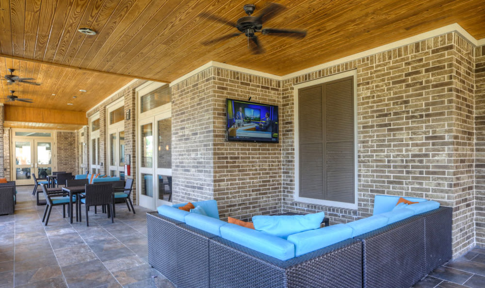 Outdoor lounge at Villas at Spring Trails
