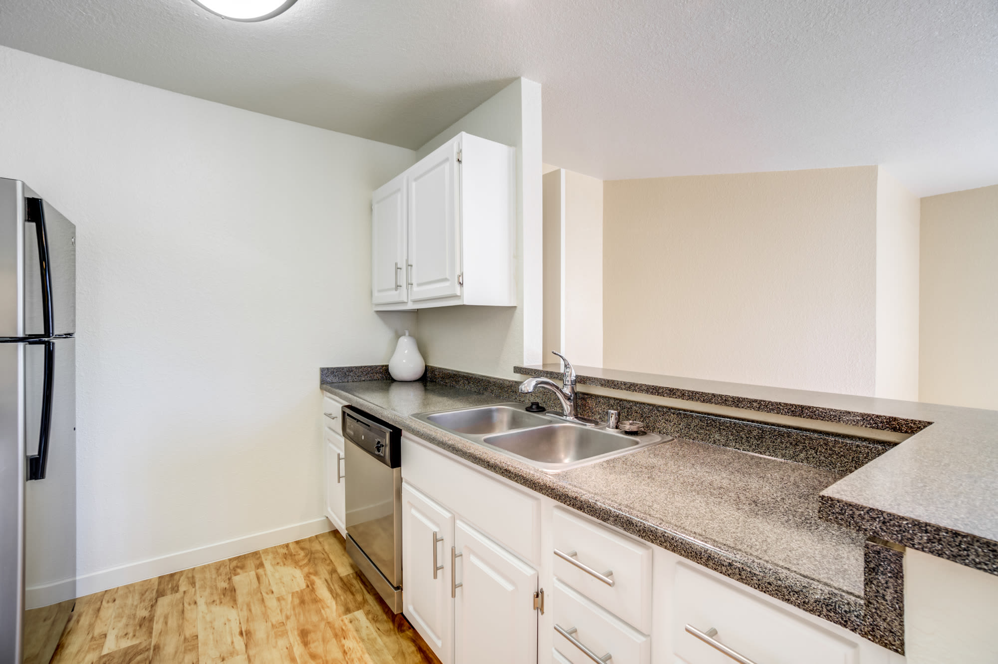 Fully Equipped Kitchen at Sommerset Apartments in Vacaville, CA