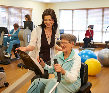 Resident and her physical therapist working out at Clermont Park