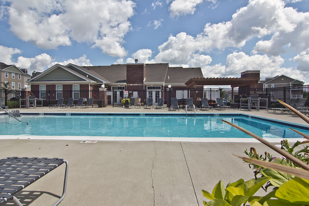 Swimming pool at Overlook Apartments in Elsmere, KY