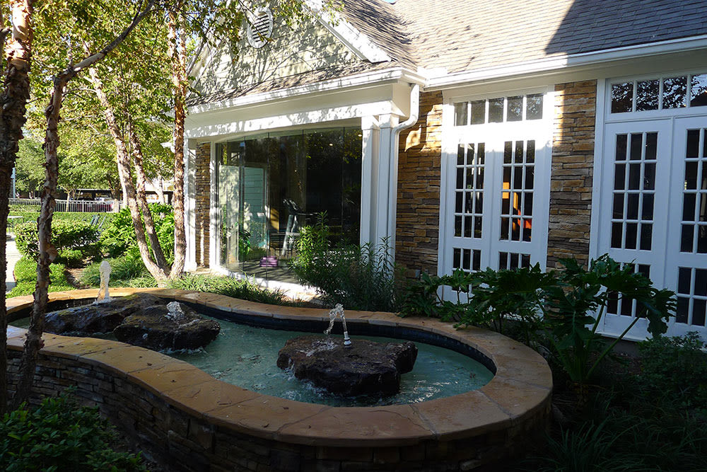 Lodge at West Oaks fountain
