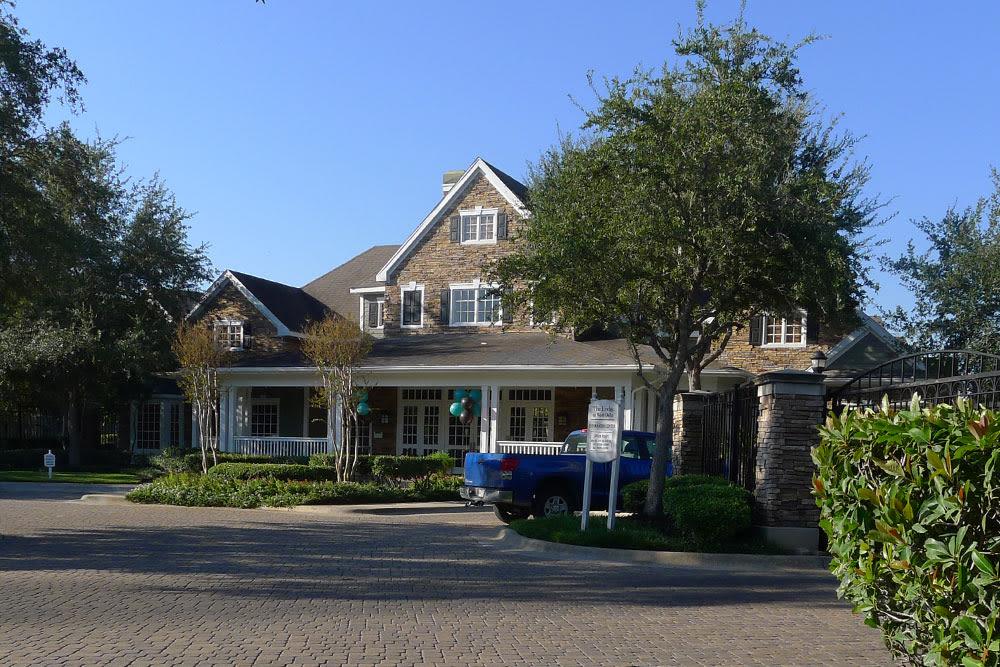 Lodge at West Oaks front entrance