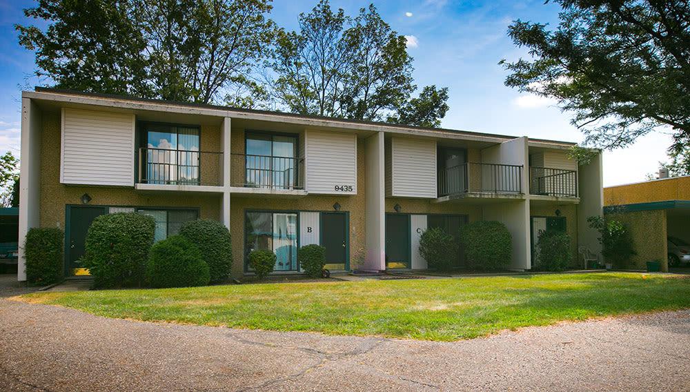 Enjoy Whitewood Apartments's landscaping