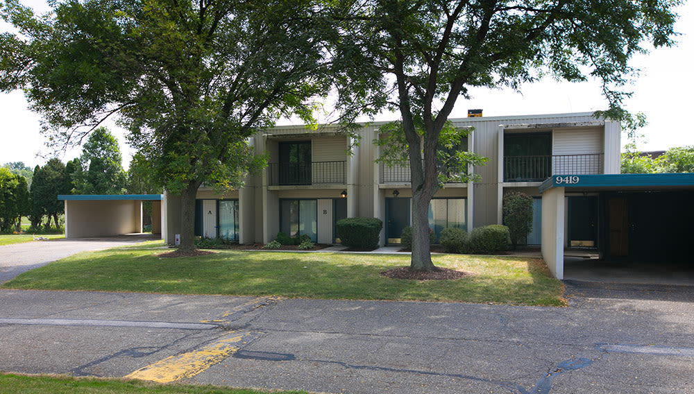 Inviting building at Whitewood Apartments