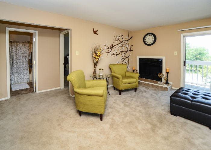 Fox Run Apartments & Townhomes offers a beautiful living room in Bear, DE