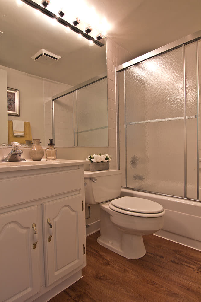 apartment for rent with spacious bathroom in Harrisburg PA
