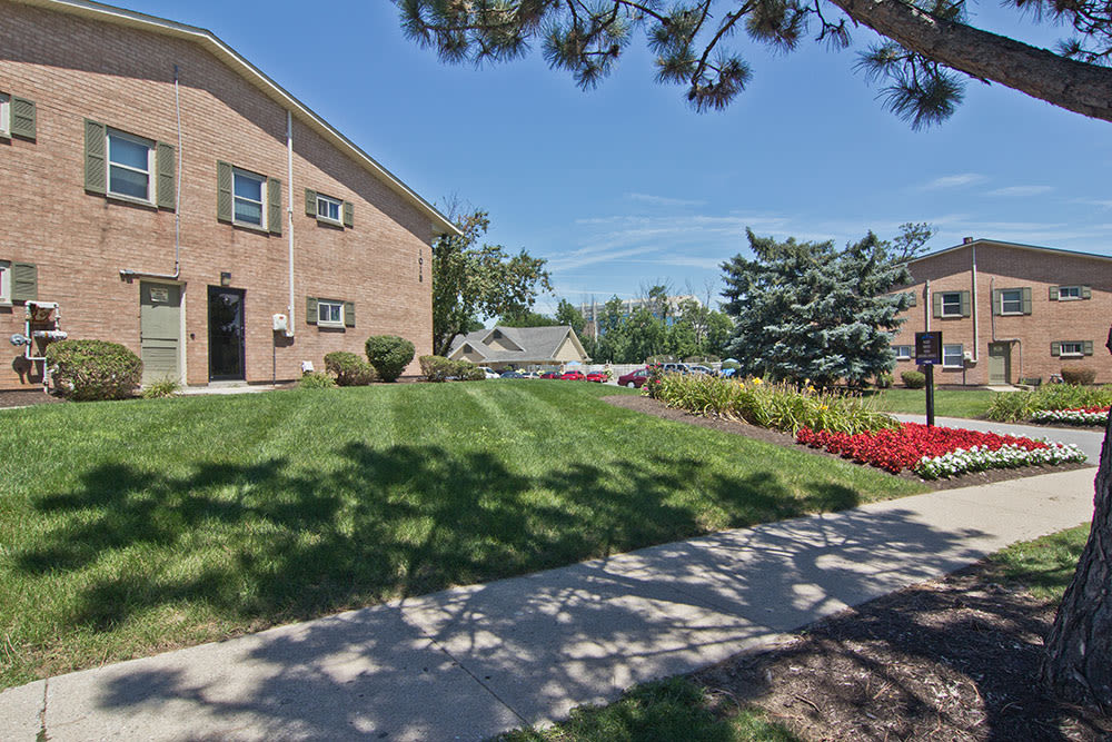 Exterior view of the apartments at The Summit at Ridgewood in Fort Wayne, IN
