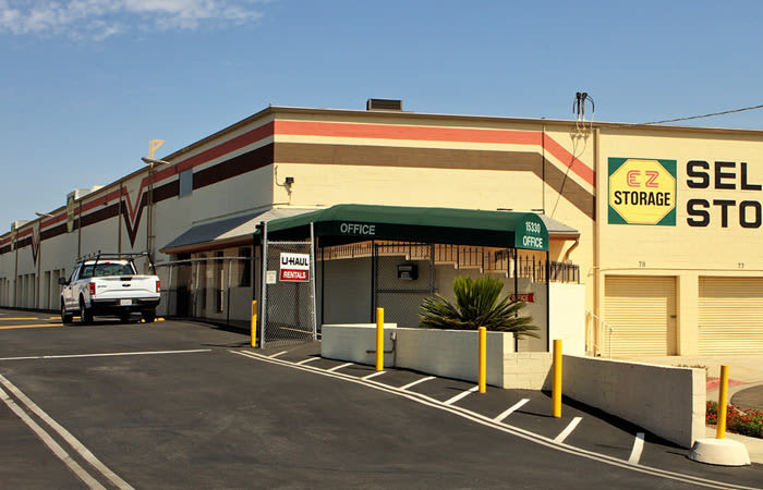 Visit our EZ Storage - Van Nuys location