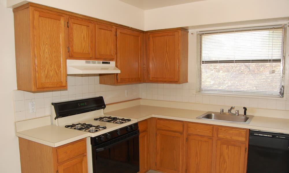 Kitchen at Lakeview Terrace Apartment Homes in Eatontown, NJ
