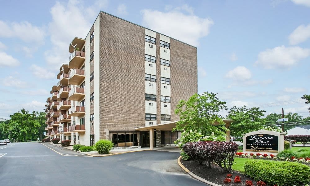 Exterior view of Lexington House Apartment Homes in Cherry Hill, NJ