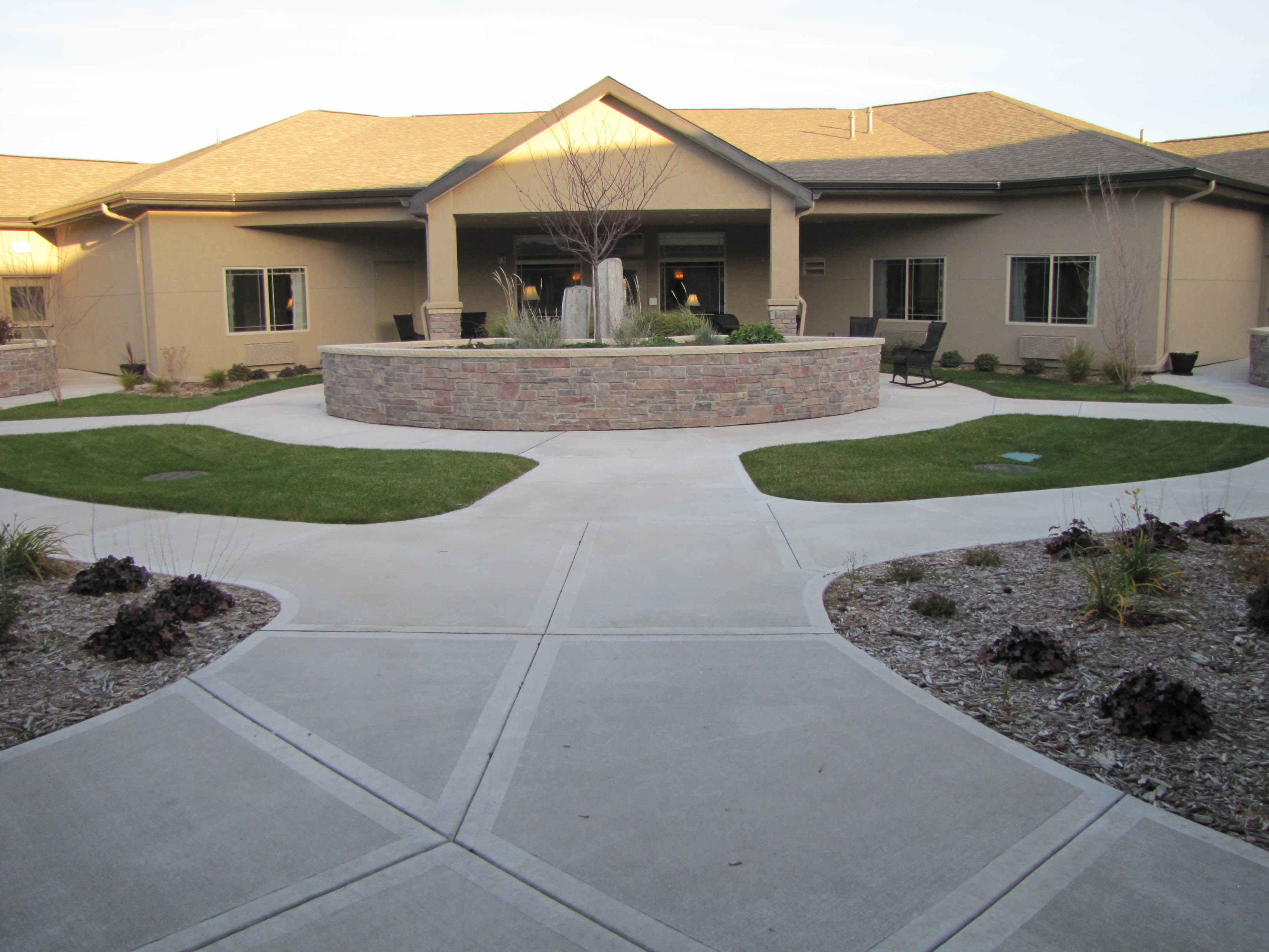 Edgemont Place Alzheimer's Special Care Center offers a spacious outdoors in Blaine, Minnesota