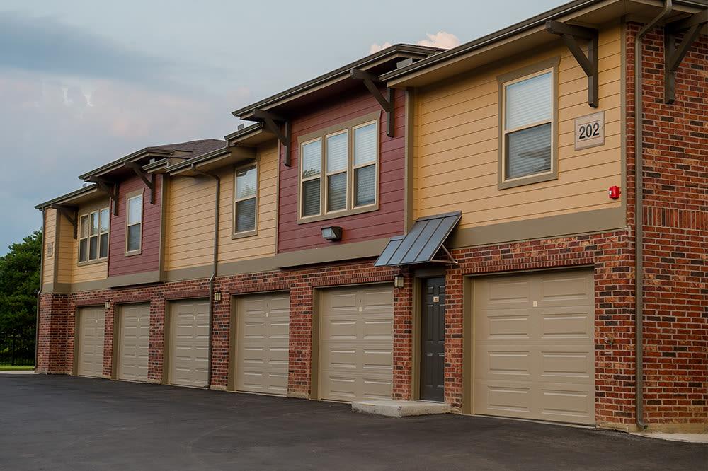 Exterior of garages in Hewitt, TX