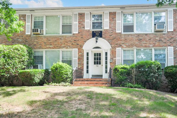 Beautiful apartments with a yard in Short Hills, NJ