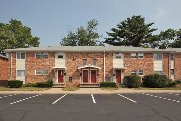 Spacious parking area at Tanglewood Terrace Apartment Homes in Piscataway, NJ