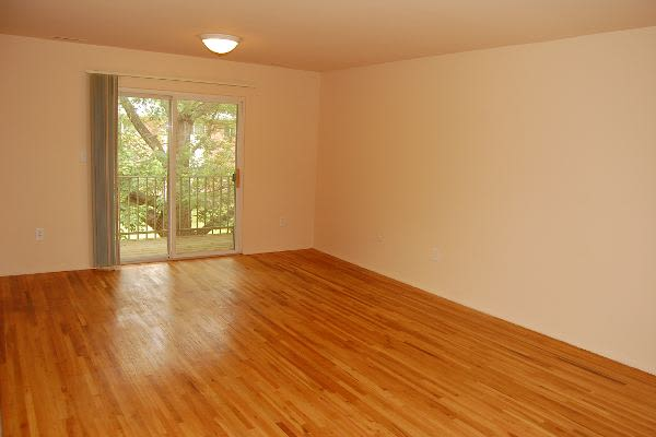 Spacious living room at Tanglewood Terrace Apartment Homes in Piscataway, NJ