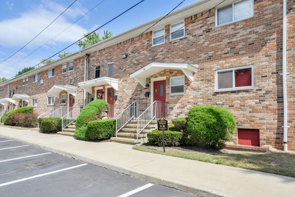 Tanglewood Terrace Apartment Homes offers a beautiful parking area in Piscataway, NJ