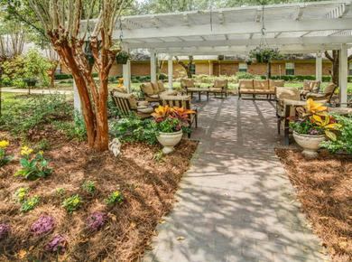 Spacious yards at Pacifica Senior Living Woodmont