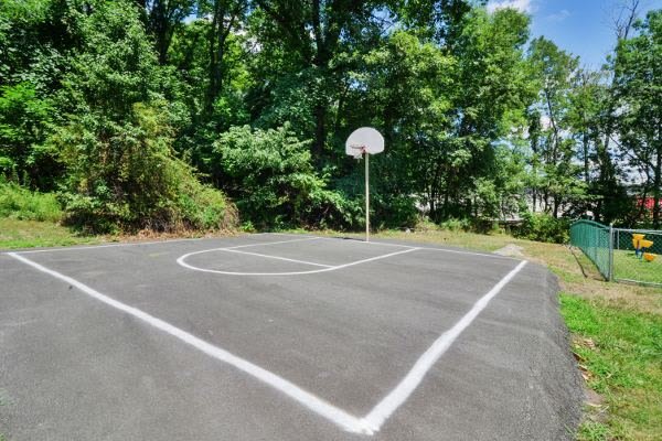 Beautiful basketball court at Summit Pointe Apartment Homes in Scranton, PA