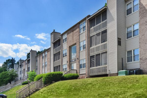 Beautiful yards at Summit Pointe Apartment Homes in Scranton, PA