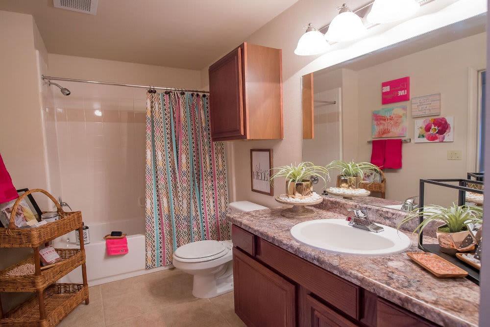 Park at Westpointe offers a luxury bathroom in Yukon